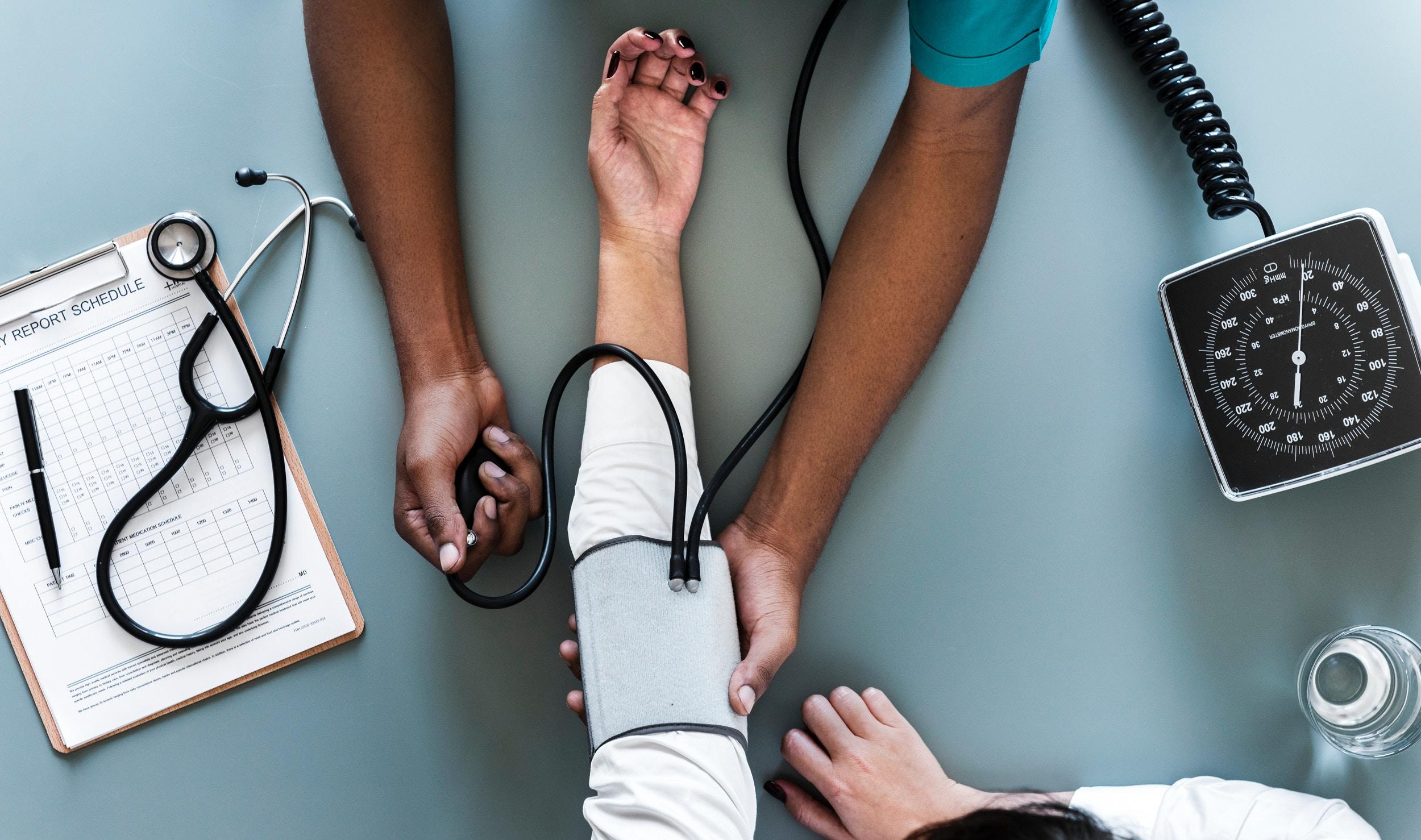 Former au français médical le personnel d'un hôpital